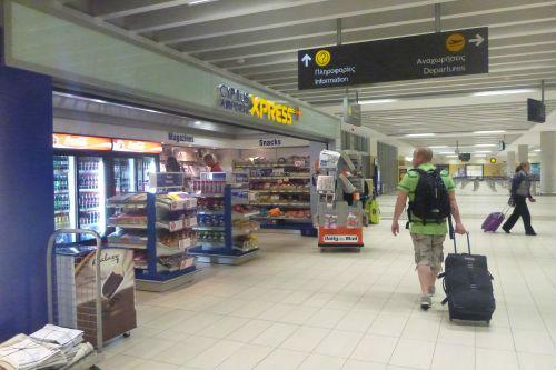 Местную sim кату можно купить в аэропорту