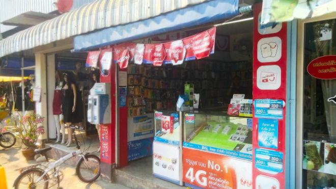 Уличный салон связи в Таиланде